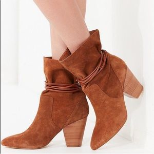 🔥SALE New [Urban Outfitters] Suede Slouch Booties